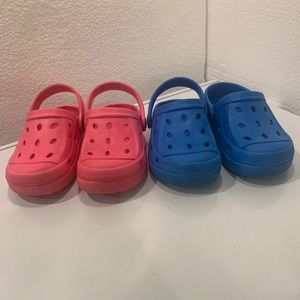Pair of 2 clogs.  For kids. Size 9/10. Pink n blue